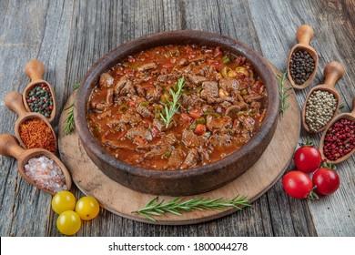 Sautenfleisch in Kasserole. Fleisch Saute Türkische Et Sote, türkische Küche. türkischer Name; Guvec