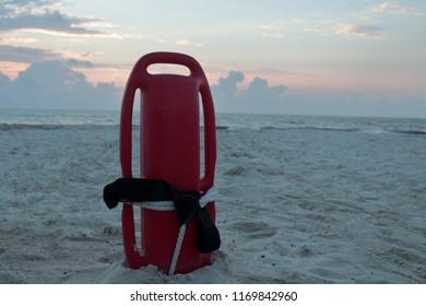 save people on the baywatch beach