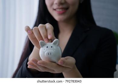 Saving money, Soft and selective focus