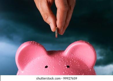 Sparen für ein regnerisches Sparkonzept für Sparschwein