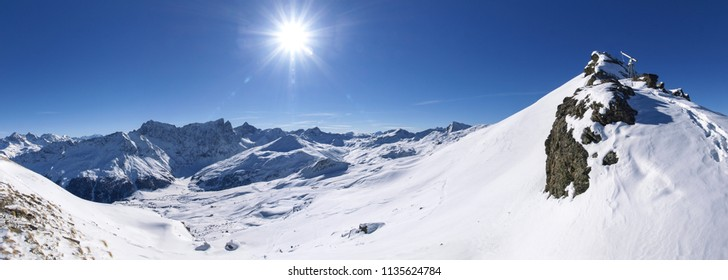 Savognin: region, snow-covered mountains and ski slopes