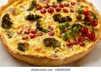 Savory pie with broccoli and tomato