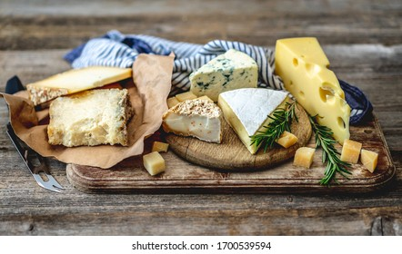 Savory pieces of cheese served with nuts and rosemary