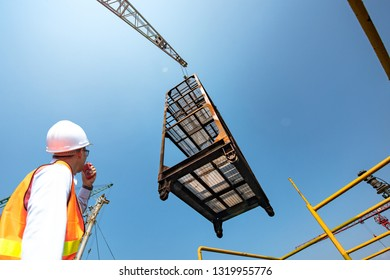 scaffolding lifting by the gantry crane by order of the stevedore or engineering, loading master, working on high level platform at risk of handle, handling good or equipments in high dangerous