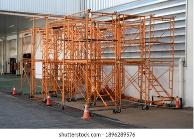 Scaffolding platform for construction works