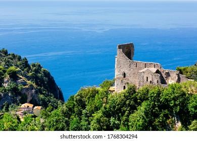 Scala, Italien - Die Basilika Sant'Eustachio entlang der Trekkingroute von Scala nach Ravello an der Küste von Amalfi