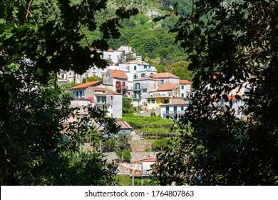 Scala (Salerno, Italien) - Ein Blick auf ein kleines Dorf entlang der Wanderroute von Scala nach Ravello an der Küste von Amalfi ist sowohl Experten als auch Anfänger gewidmet: etwa 10 km Pfade