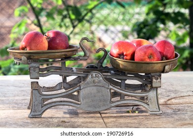 scale and apples