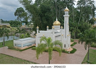 Scaled replicas of Sultan Omar Ali Saifudin Mosque, Brunei