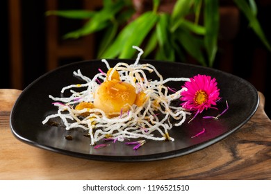 Scallops shells with ginger on fried rice noodles