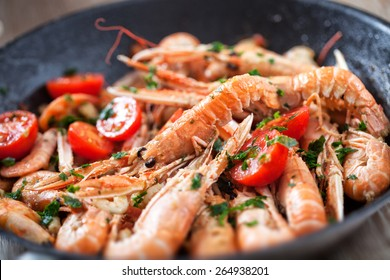 Scampi cooked with tomatoes and parsley