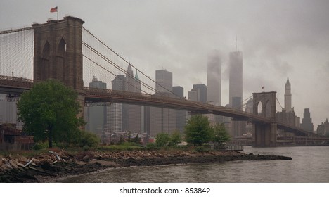 Scan of medium format's original negative shot in New York on a rainy morning of May 1999 - noise at 100%
