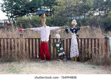 Scarecrow familyI photographed November 12, 2017. It was photographed in Ansan city wetland park of Republic of Korea.There are these scarecrows at the entrance of the wetland park.