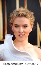 "Scarlett Johansson at the ""Iron Man 2"" World Premiere, El Capitan Theater, Hollywood, CA. 04-26-10"