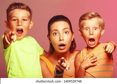 Scary movies, Oh, my God concept. Portrait of frightened into fits fashionable baby boys and their stylish mother in trendy summer clothing looking, showing something at camera