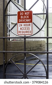 Scary sign - Do not block drive way on iron gate - 24 hours do not block.