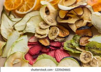 Scattering of different dried fruits 散射的不同干果