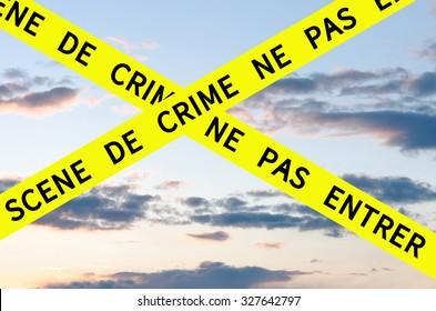 Scene de crime ne pas entrer (Crime Scene Do Not Enter) Barrier Tape Cross