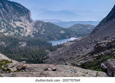 Paysage le long du sentier Sky Pond dans le parc national Rocky Mountain National Park Colorado