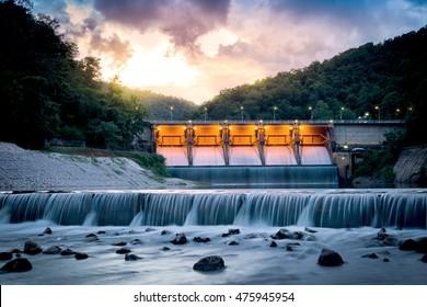 Scenery evening Kiew Lom Dam, Lampang, Thailand.
