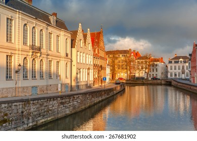 Scenic city view of Bruges canal Spiegelrei with beautiful medieval houses and reflections, Belgium