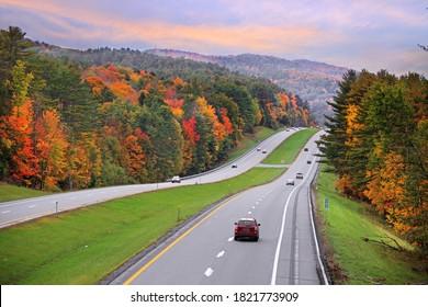 Landschaftlicher Highway 89 in Vermont im Herbst