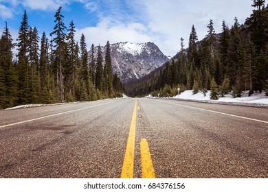 Scenic highway 20 on Rainy Pass in North Cascades National Park, Washington, USA