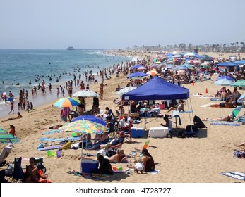 Scenic Newport Beach on a hot summer day