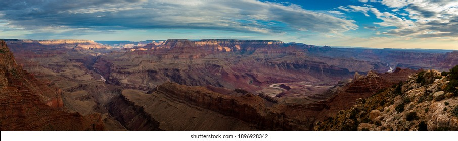 Scenic panoramic view of the Grand Canyon and the Colorado River from the Desert View viewpoint, in the Grand Canyon National Park, at sunrise, in the State of Arizona, USA