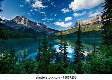 Scenic view of the Emerald Lake, British Columbia