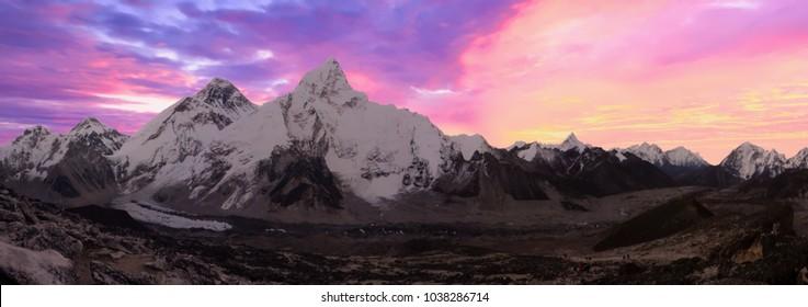 Scenic view of the everest range at dawn from Kala Patthar, Gorak Shep, Everest Base Camp trek, Nepal