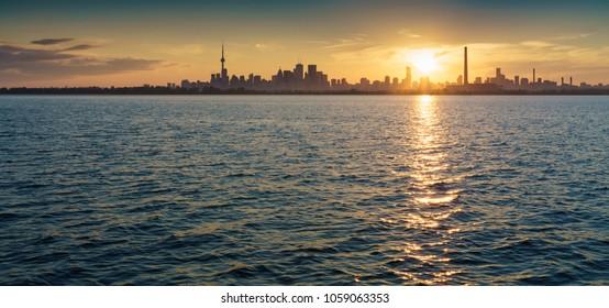 Scenic view of Lake Ontario and city skyline, Toronto, Canada