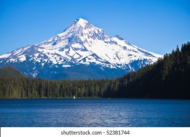 Scenic view of Lost Lake and Mount Hood, Oregon, U.S.A.