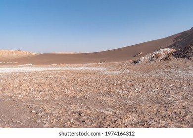 Scenic view of a massive sand dune in el Valle de la Luna (Valley of the Moon) near San Pedro de Atacama, Chile