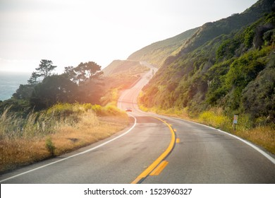 Scenic Winding Road. Schöne Frühlingslandschaft Road Trip. Nordkalifornien, Vereinigte Staaten