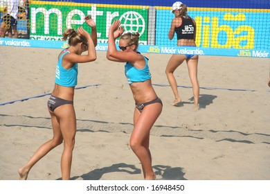 SCHEVENINGEN, HOLLAND - AUGUST 30, 2008: High five at the finals of the Dutch championship beach volleybal in Scheveningen on August 30, 2008