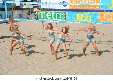 SCHEVENINGEN, HOLLAND - AUGUST 30, 2008: Dancers during the break at the finals of the Dutch championship beach volleybal in Scheveningen on August 30, 2008