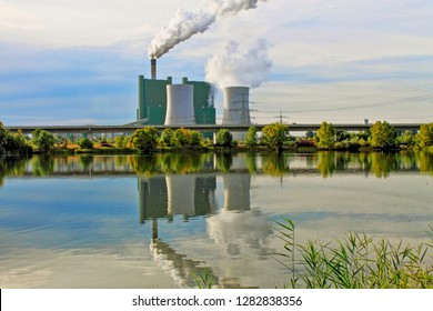 Schkopau power plant, cloud of smoke, cooling towers
