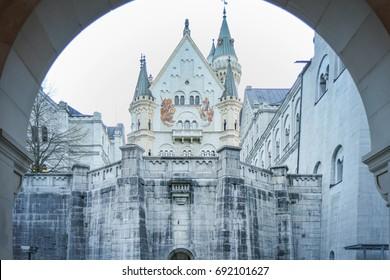 Schloss Neuschwanstein (Neuschwanstein Castle) in German