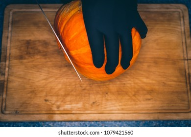 kürbis schneiden für Halloween Dekoration