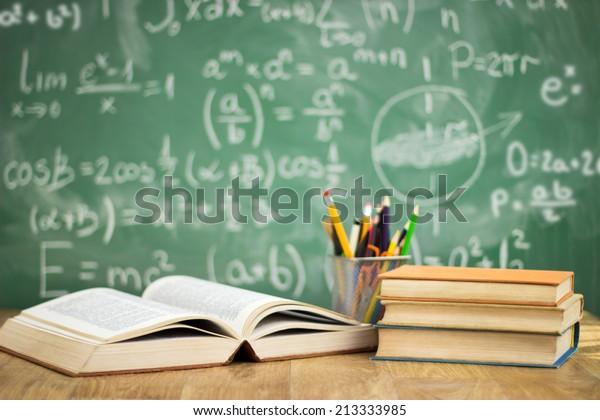Koulukirjat pöydällä, koulutuskonsepti