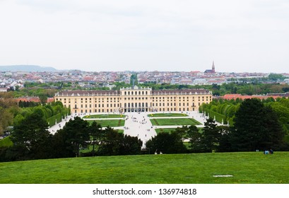 Schoonbrunn park and caste