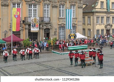SCHWABISCH HALL, GERMANY - MAY 20, 2018: Historical show in front of the Town Hall during the Kuchen- und Brunnenfest (Cake and Fountain Festival), a historical festival of the town's saltsimmerers.