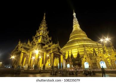 Schwedagon Pagoda at night time