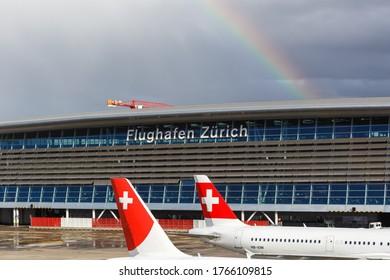 Zürich, Schweiz - 10. Februar 2020: Airport Airside Center des Flughafen Zürich Kloten (ZRH) in der Schweiz.