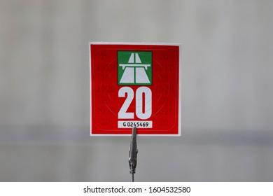 Schweiz - Januar 3. 2020: New 2020 Swiss motorway permit sticker. Neue Autobahnvignette der Schweiz, 2020.