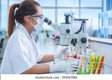 Scientists are conducting experiments in the life science research laboratory.
