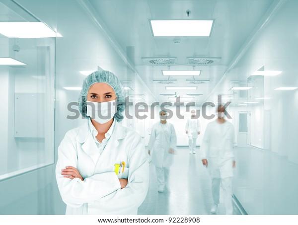 Equipo de científicos en laboratorio de hospitales modernos, grupo de médicos