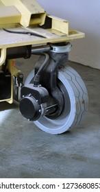 Scissor lift platform with hydraulic system