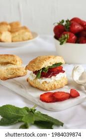 scones breakfeast strawberry fruit food foodphotography dessert